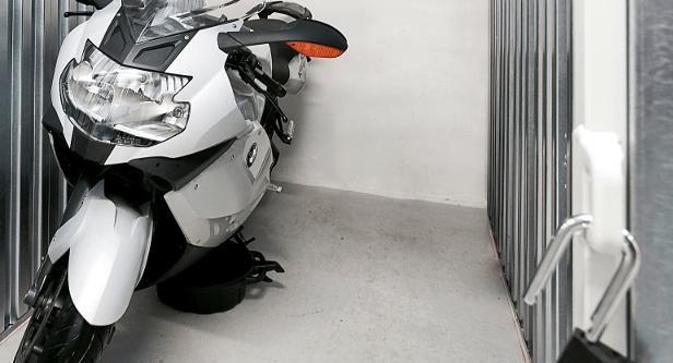 Motorcykel-i-depotrum-Horsens