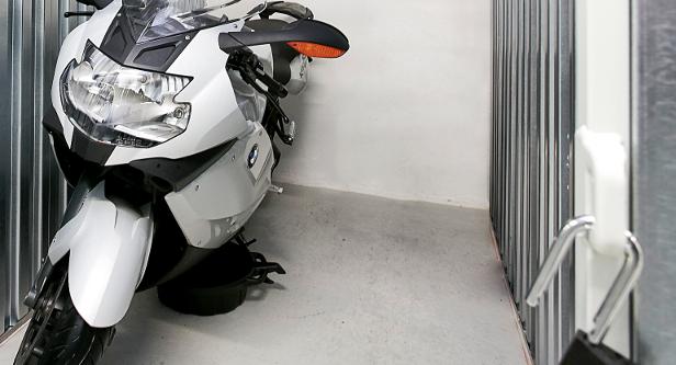 Opbevar din motorcykel i et depotrum
