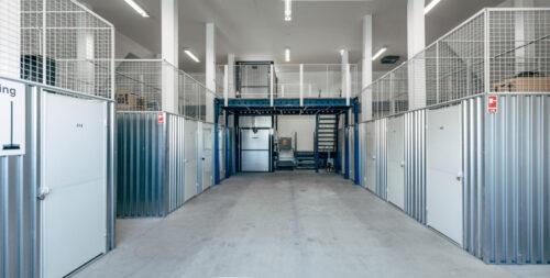 Depotrum i flere etager, med stor elevator.